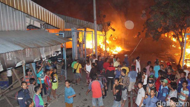 Cerita Pilu Sugeng Melihat Lapaknya Di Pasar Baru Porong Terbakar