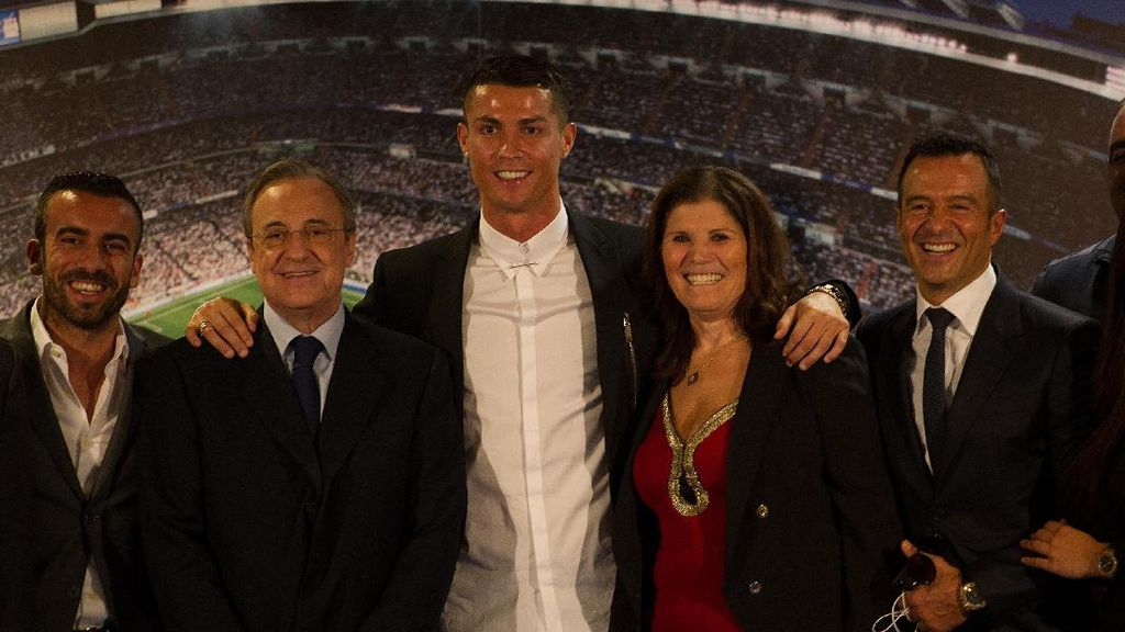 Ronaldo Sepakat Kontrak Baru, Kalau Pacar Baru?