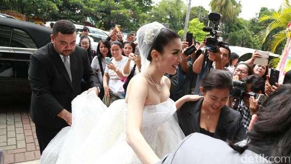 Momen Bahagia Sandra Dewi dan Harvey Moeis, Aksi Feni Rose di Pernikahan Sandra Dewi
