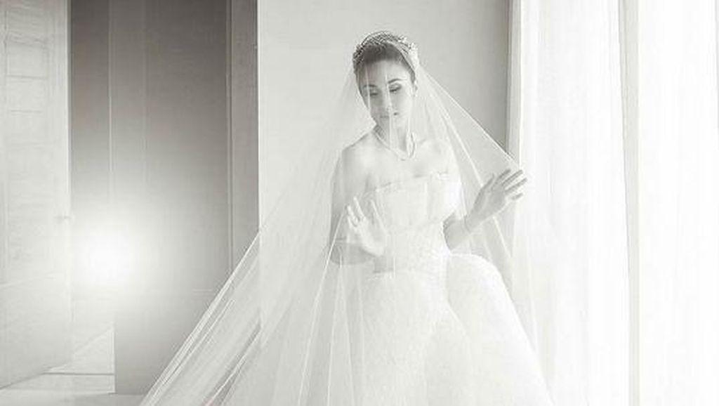 Menikah, Sandra Dewi Seperti Princess dengan Gaun Pengantin Karya Adrian Gan
