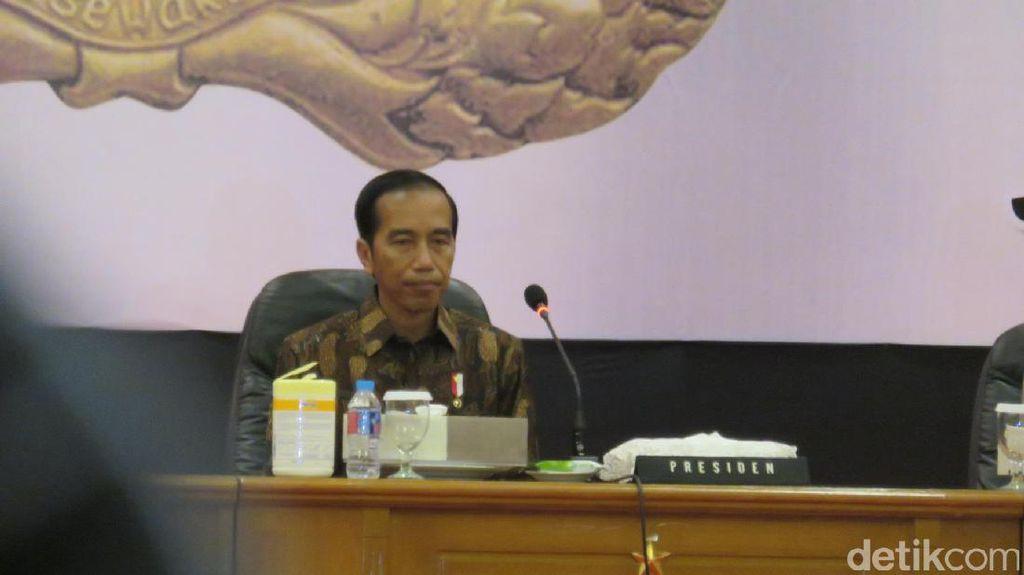 Perintah Jokowi ke Menteri: Semua Bansos Harus Lewat Bank