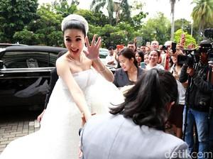 Ahok Jadi Tamu Undangan di Pernikahan Sandra Dewi
