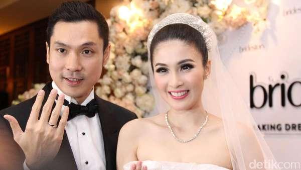 November In Love! Curhat Sandra Dewi Tentang Perjalanan Cintanya