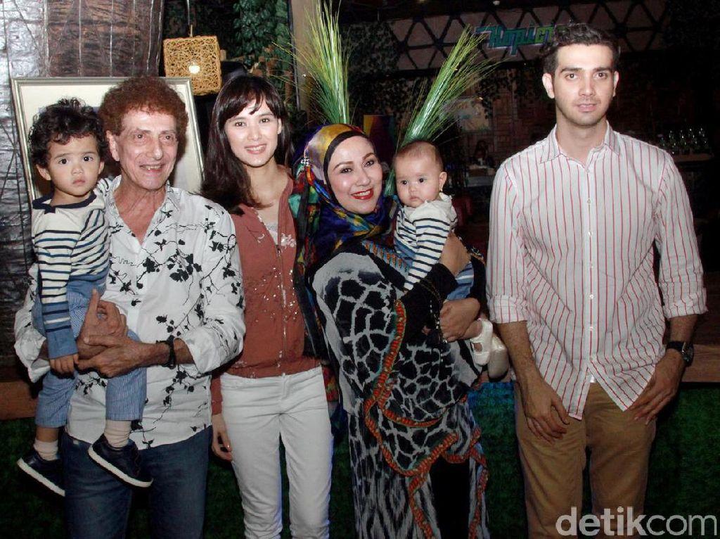 Potret Keluarga Besar Fachri Albar