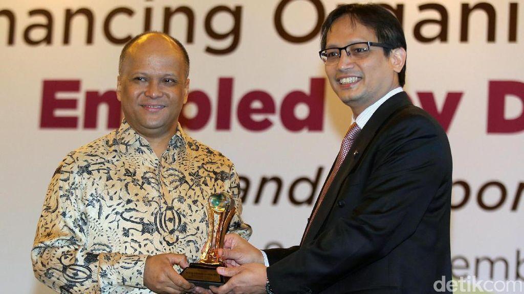 BPJS Ketenagakerjaan Berikan Penghargaan untuk Habibie
