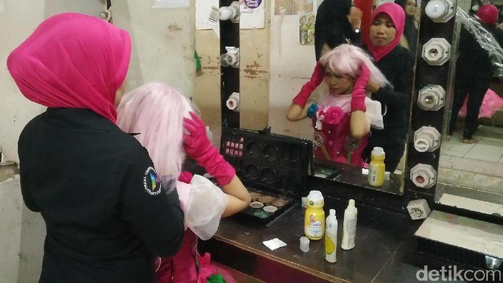 Kisah di Balik Layar Para Performer Trans Studio Makassar