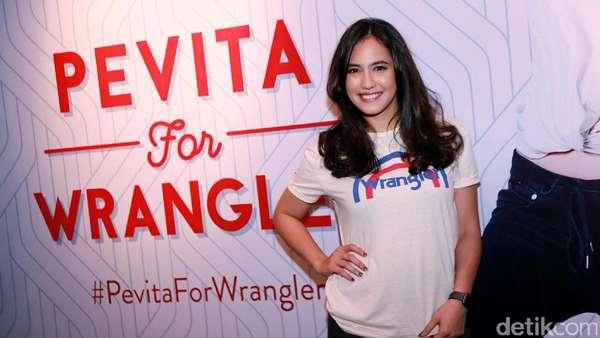 Pevita Pearce Happy Banget Sih!