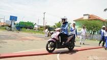 Peringati Hari Pahlawan, Guru-guru Diajari Aman Naik Motor
