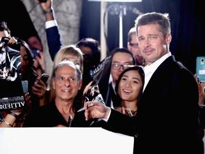 Brad Pitt Kecewa Tak Bisa Rayakan Hari Ayah Bareng Anak