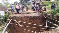 Jalan Alternatif Puncak II Cianjur-Bogor Ambles, Enam Kampung Terisolir