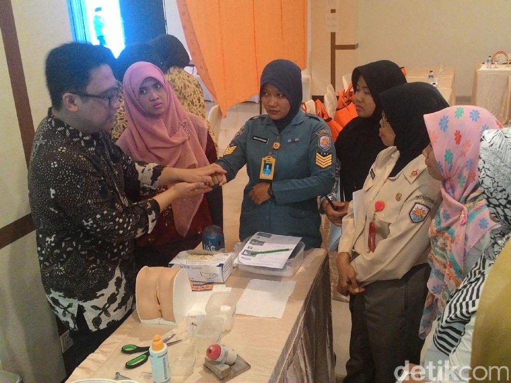 Serunya Tenaga Kesehatan Tanjung Pinang Belajar Deteksi Dini Kanker Serviks