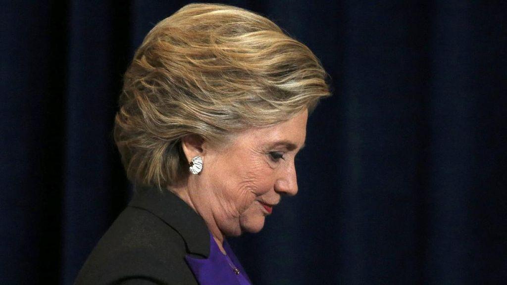 Makna Tersembunyi di Balik Busana Warna Ungu yang Dipakai Hillary Clinton