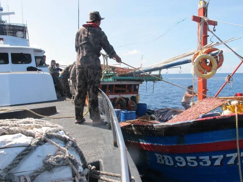 Bakamla RI Tangkap 8 Kapal Pencuri Ikan asal Vietnam