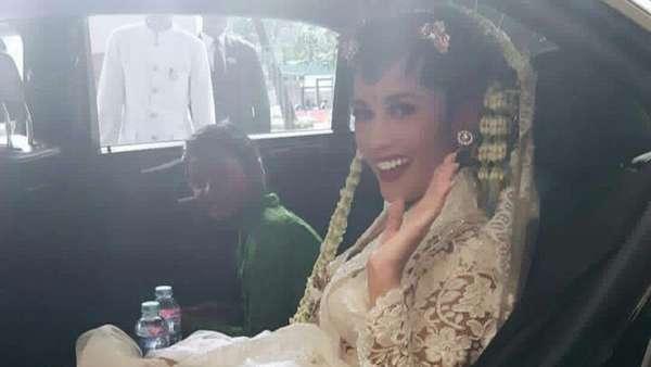 Wajah Bahagia Titi Rajo Bintang Menikah dengan Bos Blue Bird
