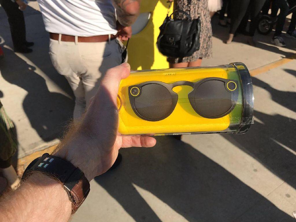 Spectacles, Kacamata Pintar Snapchat Dijual dengan Cara Unik