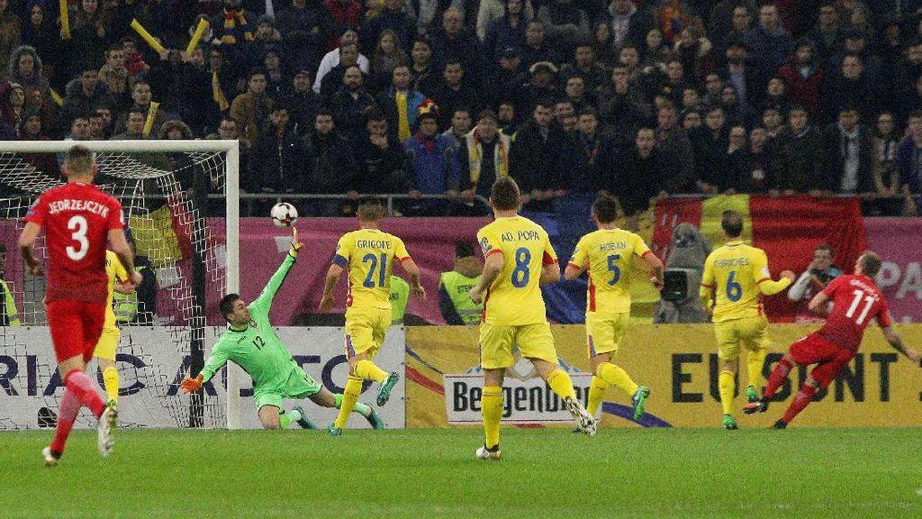 Lewandowski Dua Gol, Polandia Kalahkan Rumania 3-0