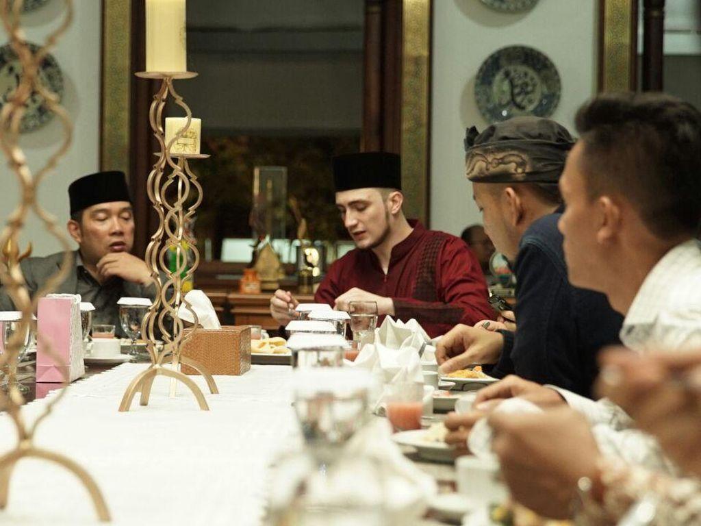Begini Keseruan Fatih Seferagic Saat Makan Bareng Ridwan Kamil hingga Irwansyah