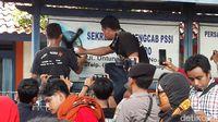 Kecewa, Suporter Persibo Segel Kantor Pengcab PSSI Bojonegoro