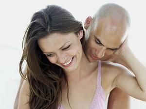 Cara Menghilangkan Bekas Ciuman Pasangan di Leher