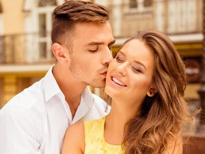 4 Jenis Ciuman yang Disukai Para Pria