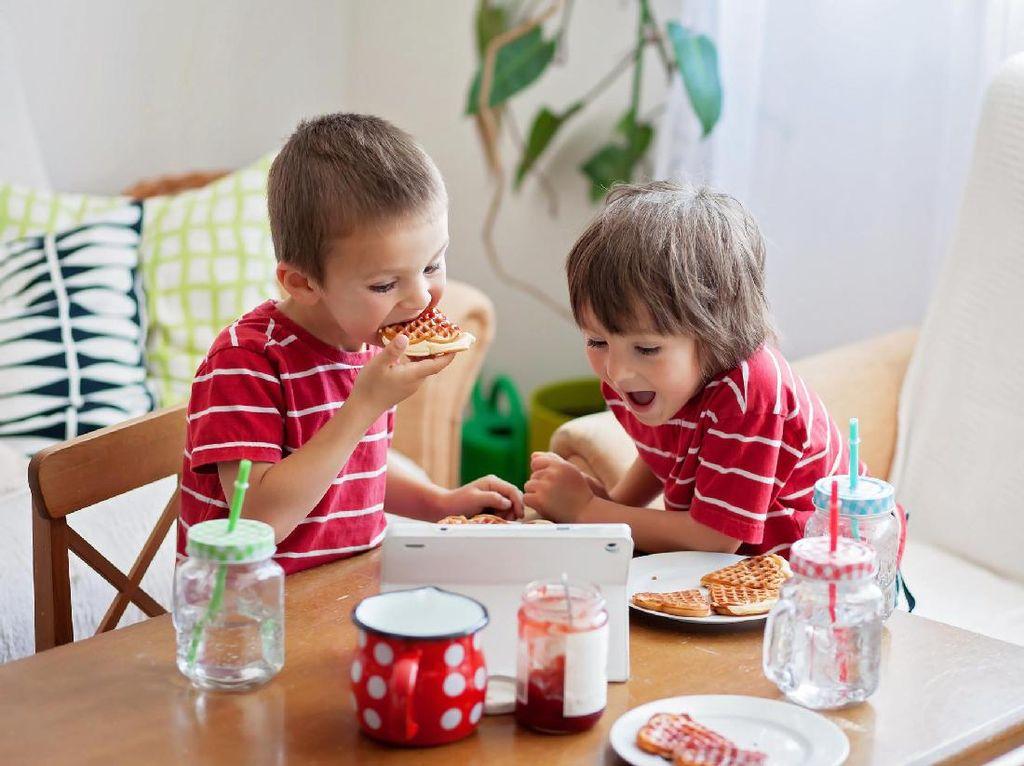 Adik dan Kakak Punya Selera Makan Berbeda Bikin Ortu Bingung? Ini Solusinya