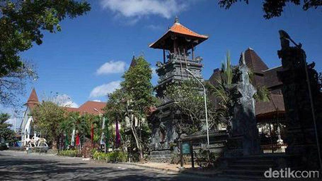 Bukti Damainya Indonesia, 5 Rumah Ibadah yang Berjajar di Bali