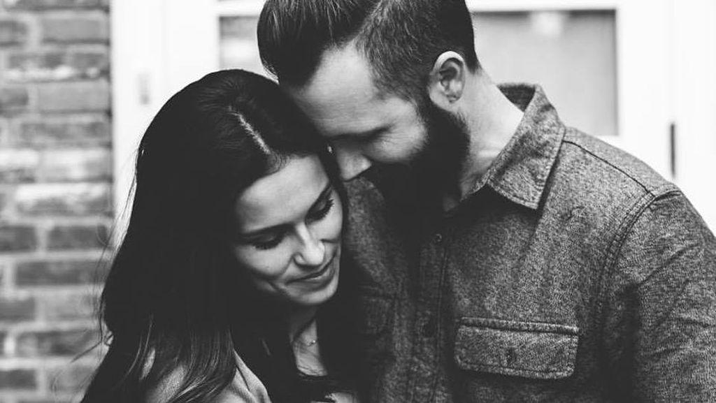 Pria Ini Tulis Pesan yang Menyentuh Hati: Jangan Takut Mencintai Satu Wanita