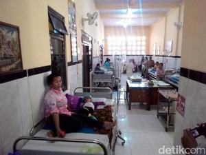 Pasien di RSUD Jombang Meningkat, Belasan Anak Dirawat di Lorong