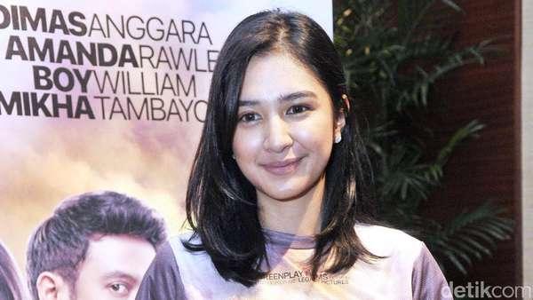 Mikha Tambayong Pamer Perut Langsing