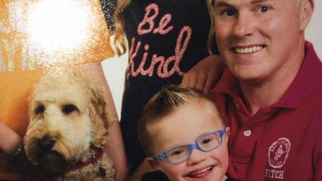 Masuk ke Mesin Pengering, Anak dengan Down Syndrome Ini Diselamatkan Anjingnya
