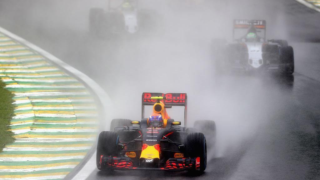 Aksi Verstappen di Interlagos Dikomparasikan dengan Aksi Senna dan Schumi