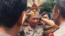 Kenakan Wolem Eri, Kapolri Hadiri Launching Buku Maximus dan Gladiator Papua