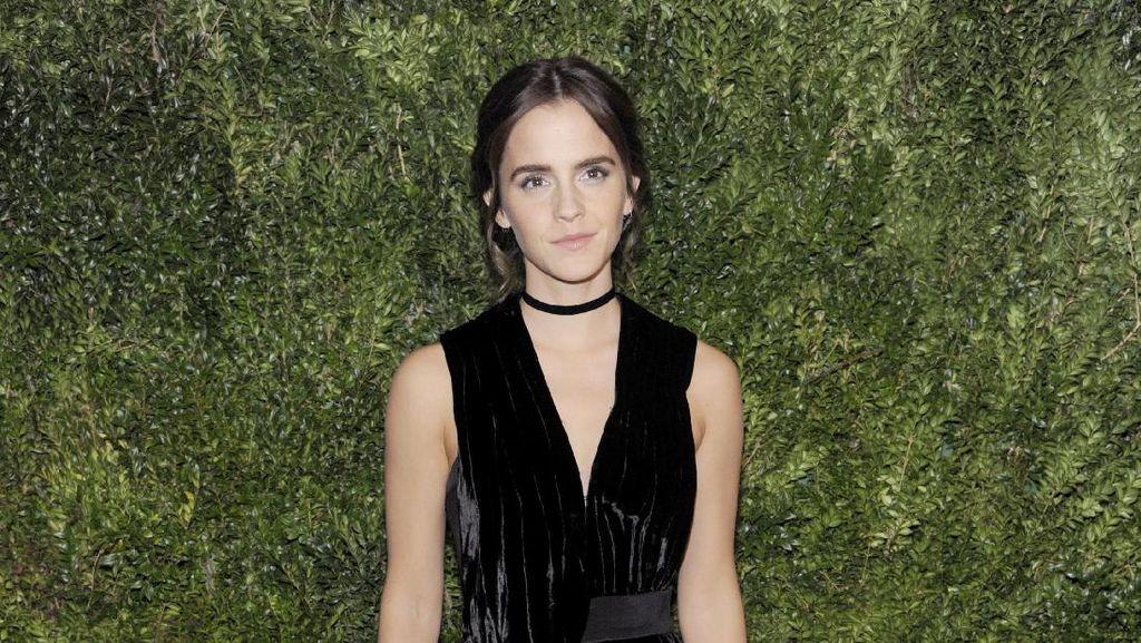 Pesona Emma Watson Berbalut Gaun Ramah Lingkungan