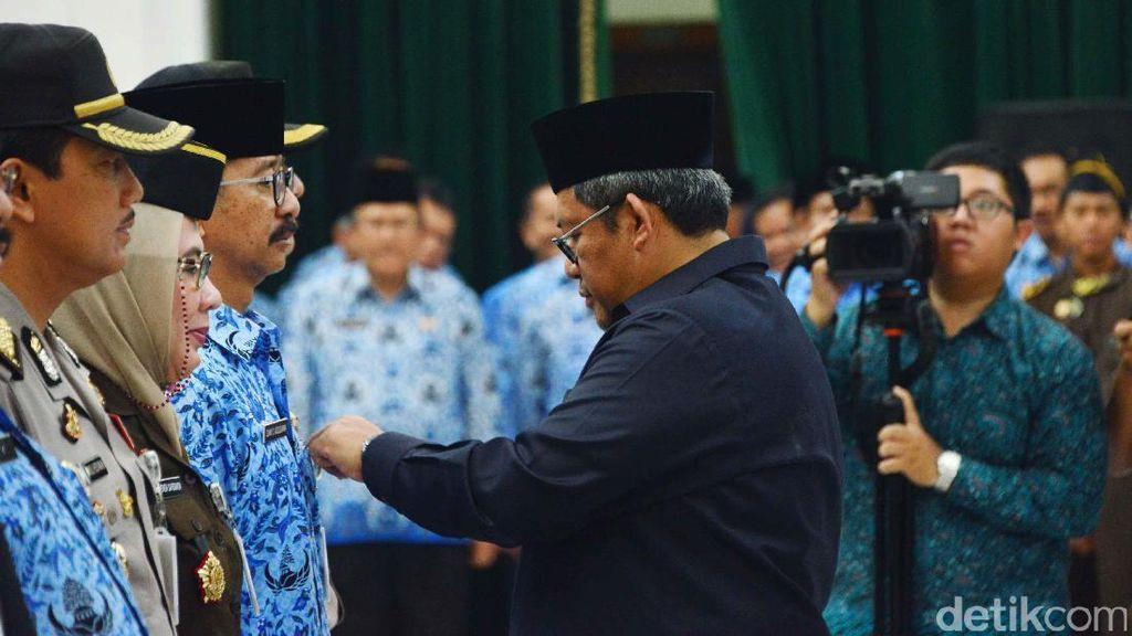 Sesali Kasus Dugaan Suap Atty dan Itoc, Aher: Jangan Korupsi, Allah Maha Melihat