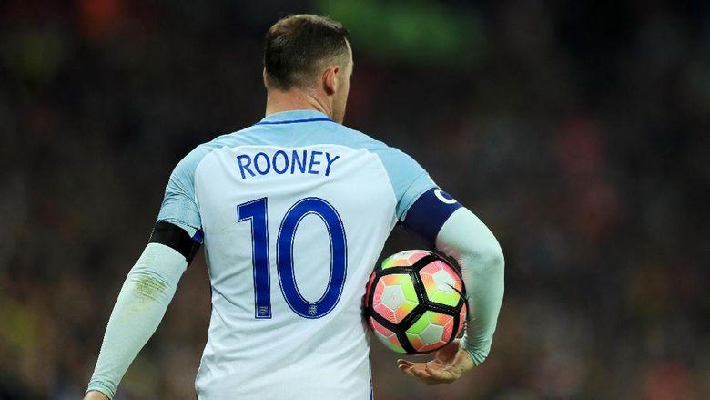 Podolski Anjurkan Pesta Perpisahan Rooney Harus Semeriah Mungkin