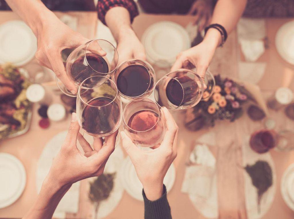 3 Alasan Makan Bersama Bisa Tingkatkan Risiko Penularan COVID-19