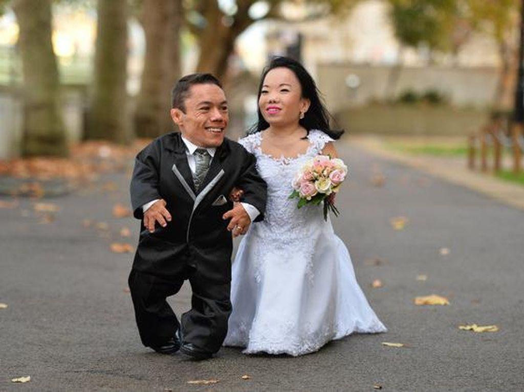 Foto: Pasangan Pengantin Terpendek di Dunia dengan Tinggi Tak Sampai 100 cm