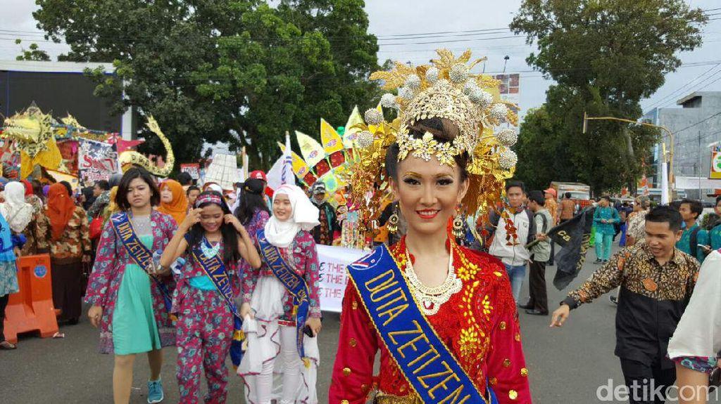 Potret Kemeriahan Karnaval Batik Nusantara 2016 di Bengkulu