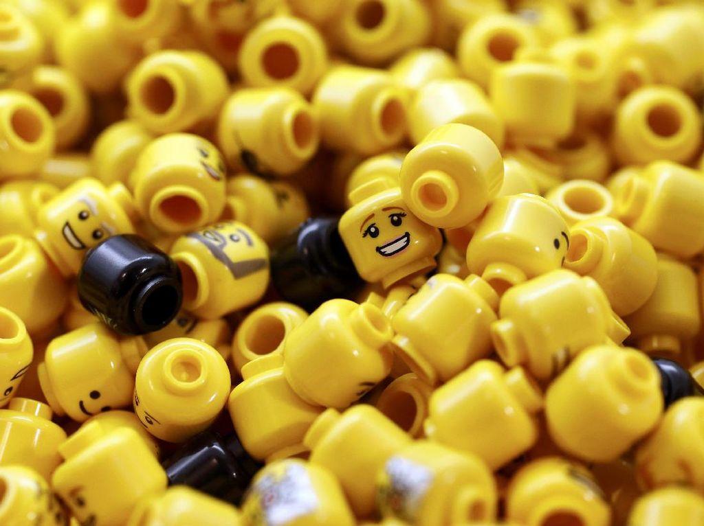 Remaja Ini Buat Sendiri Tangan Bioniknya Pakai Mainan Lego