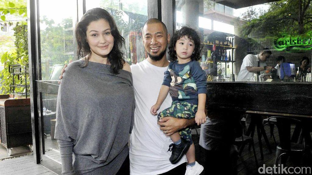 Happy Family! Marcel Siahaan Bersama Keluarganya