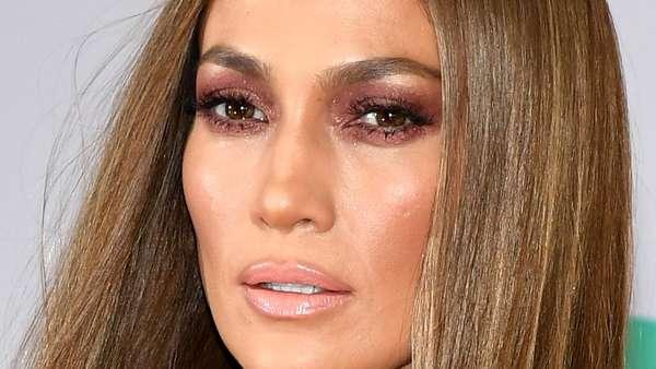 Seksinya Jennifer Lopez di Latin Grammy Awards 2016
