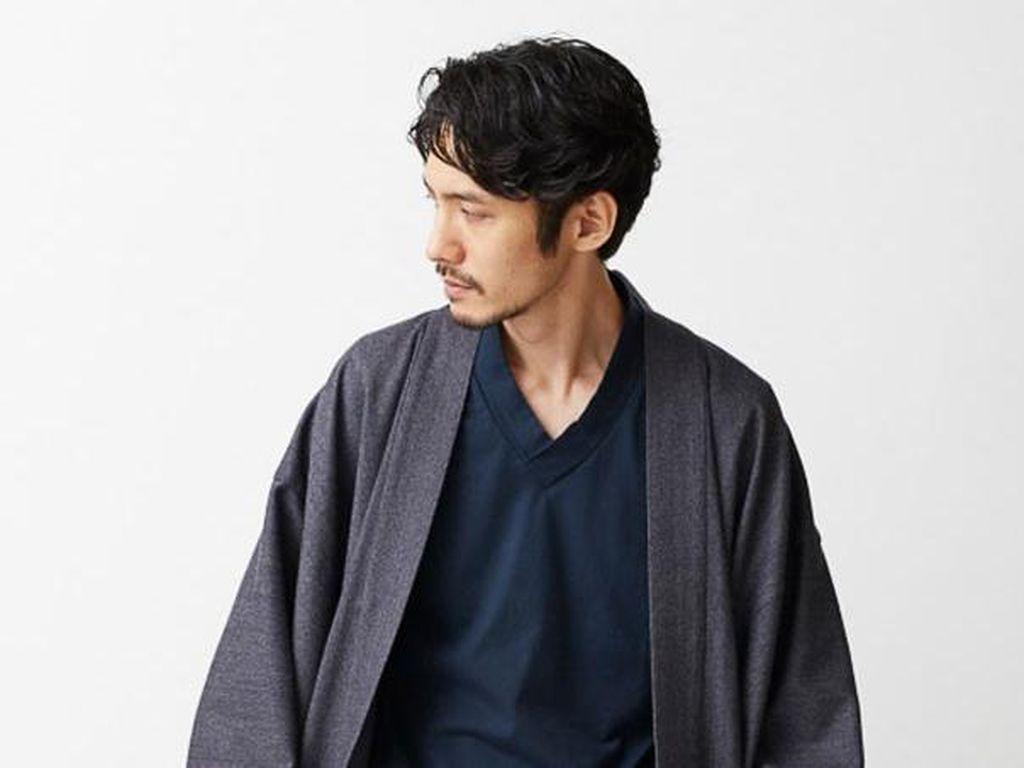 Musim Hujan, Saatnya Tampil Stylish dengan Kardigan Samurai