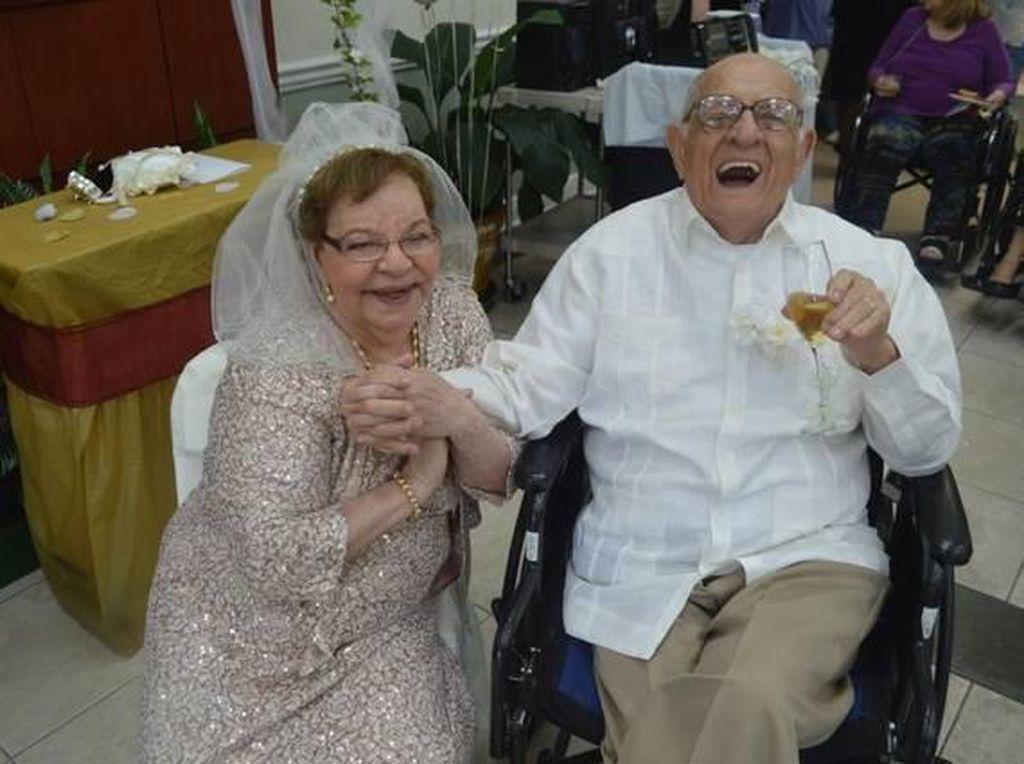 Kisah Bahagia Wanita yang Menikah untuk Pertamakalinya di Usia 80 Tahun