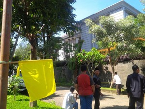 Jenazah Sutan Bhatoegana Tiba di Rumah Duka, Kerabat dan Tetangga Berdatangan