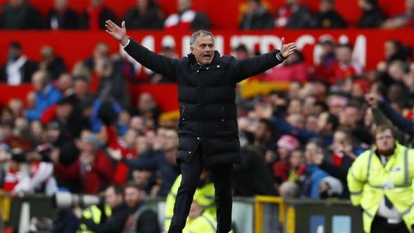 Mourinho Minta Dukungan Spesial di Old Trafford