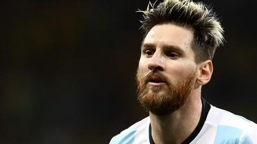 Bek Nigeria Berniat Menyuap Rekan Satu Tim Demi Dapat Jersey Messi