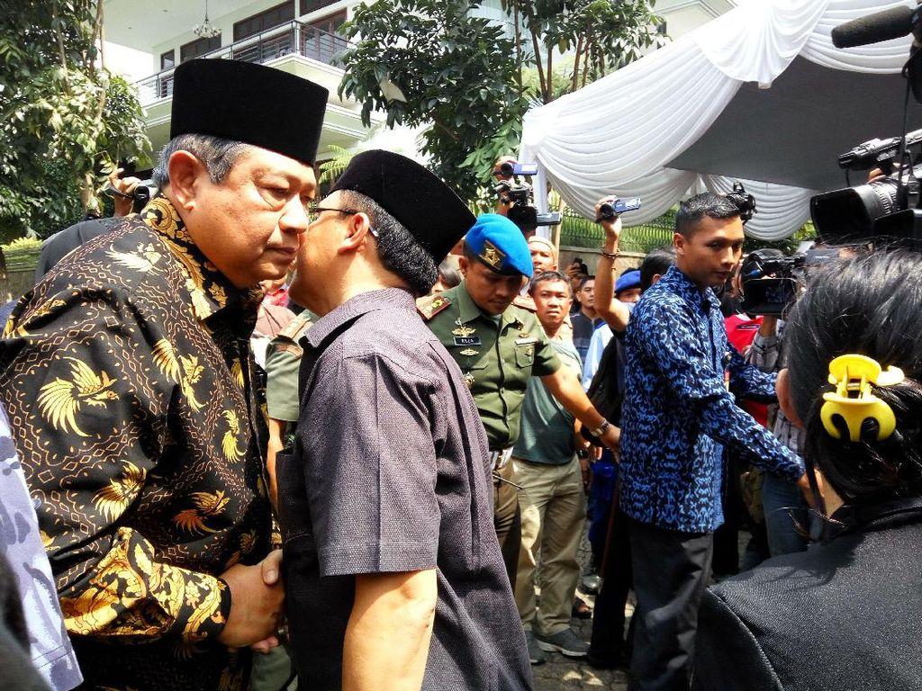 SBY dan Boediono Melayat ke Rumah Duka Sutan Bhatoegana