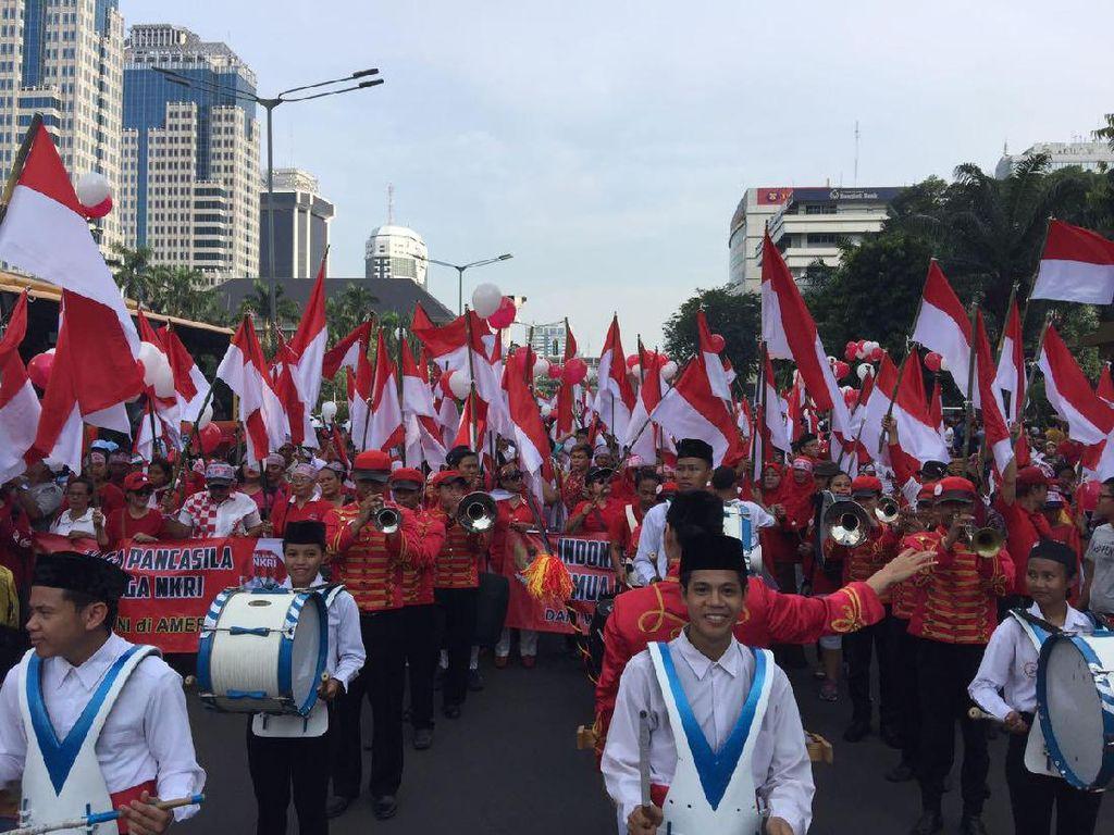 Karnaval Cinta NKRI: 17.500 Bendera Merah Putih Berkibar di CFD