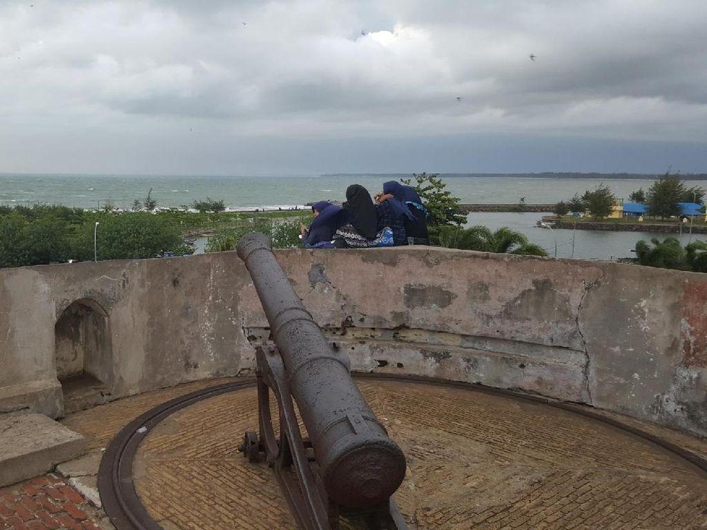 Potret Benteng Cantik Nan Mistis di Bengkulu