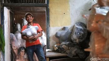 Di Tangan Pria Ini, Serat Fiber Disulap Jadi Manekin Hingga Tong Sampah